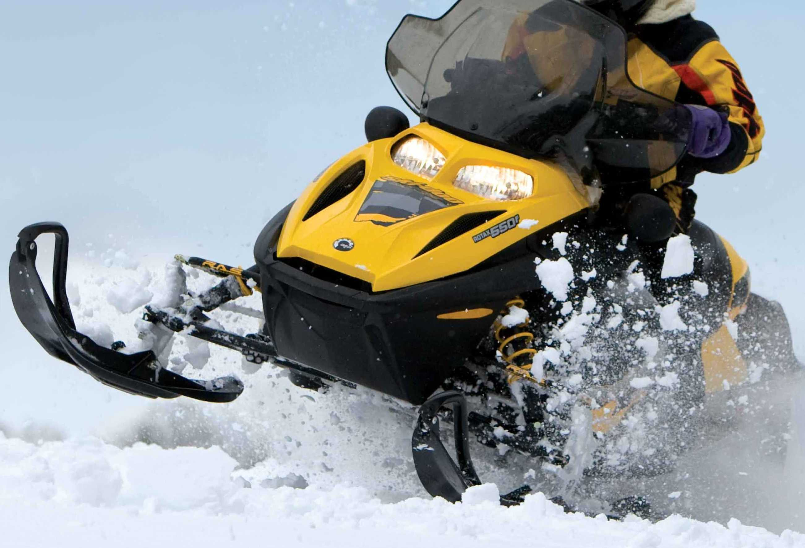 2 killed in head-on collision between snowmobiles in Upper Peninsula