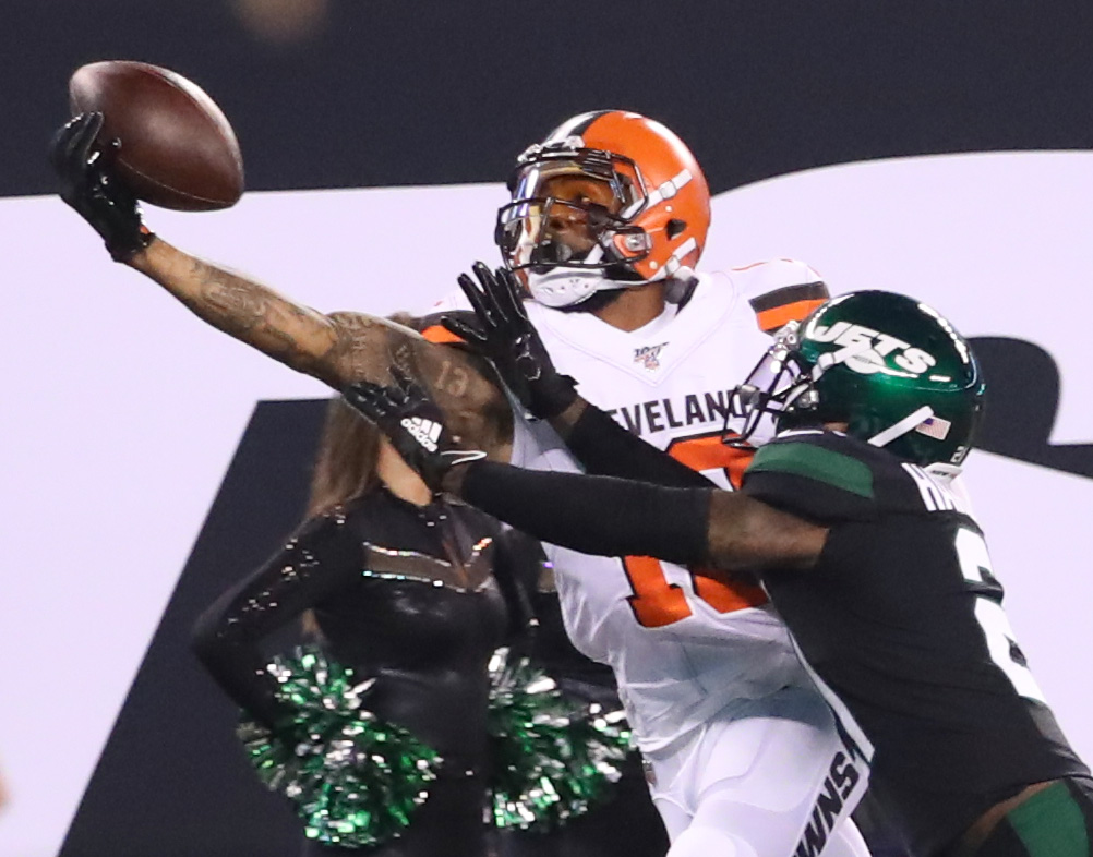 Browns' Odell Beckham returns to MetLife Stadium: Autograph for Giants fan, booed by Jets fans, pregame advice from Randy Moss?
