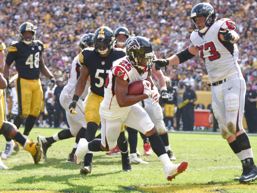 Atlanta Falcons running back Ito Smith runs for a touchdown during an NFL game against the Pittsburgh Steelers on Oct. 7, 2018, in Pittsburgh.