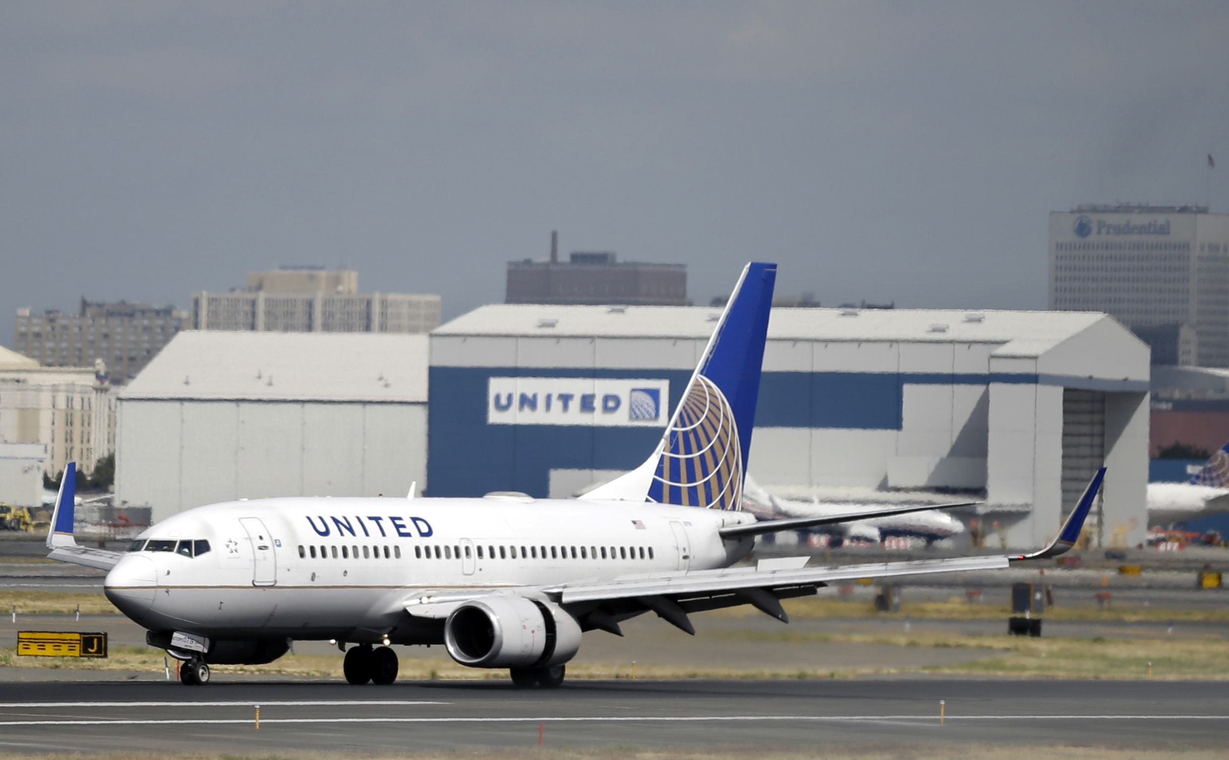 Air traffic halted at Newark Liberty Airport because of an 'airport emergency'