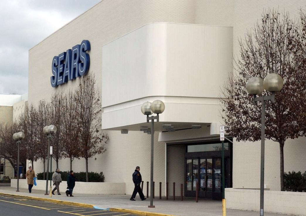 With Sears Holdings filling Chapter 11 on Monday in federal bankruptcy court in New York, it's unclear if the Staten Island Mall store will remain open. (Staten Island Advance)