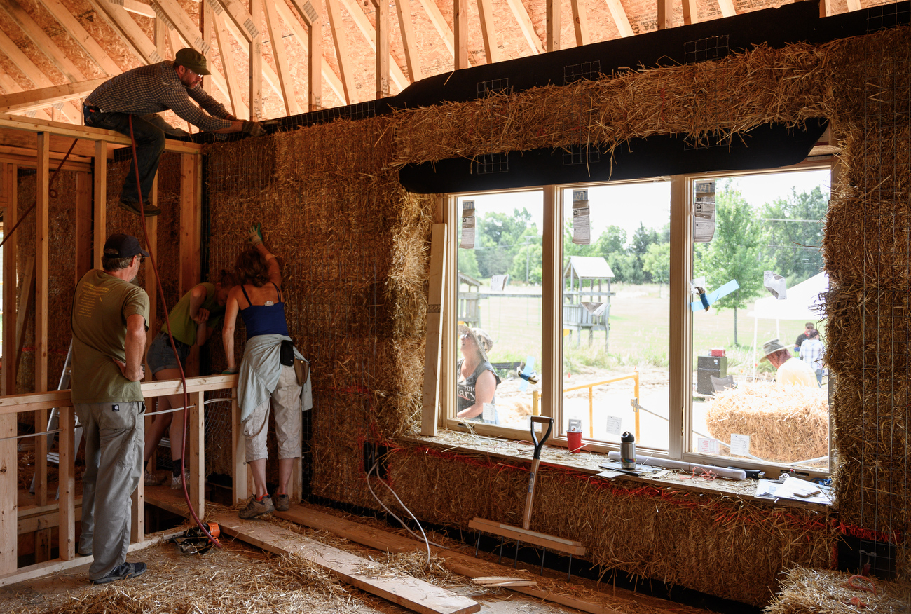 Straw bale houses save energy, offer peace of mind, builders say ...