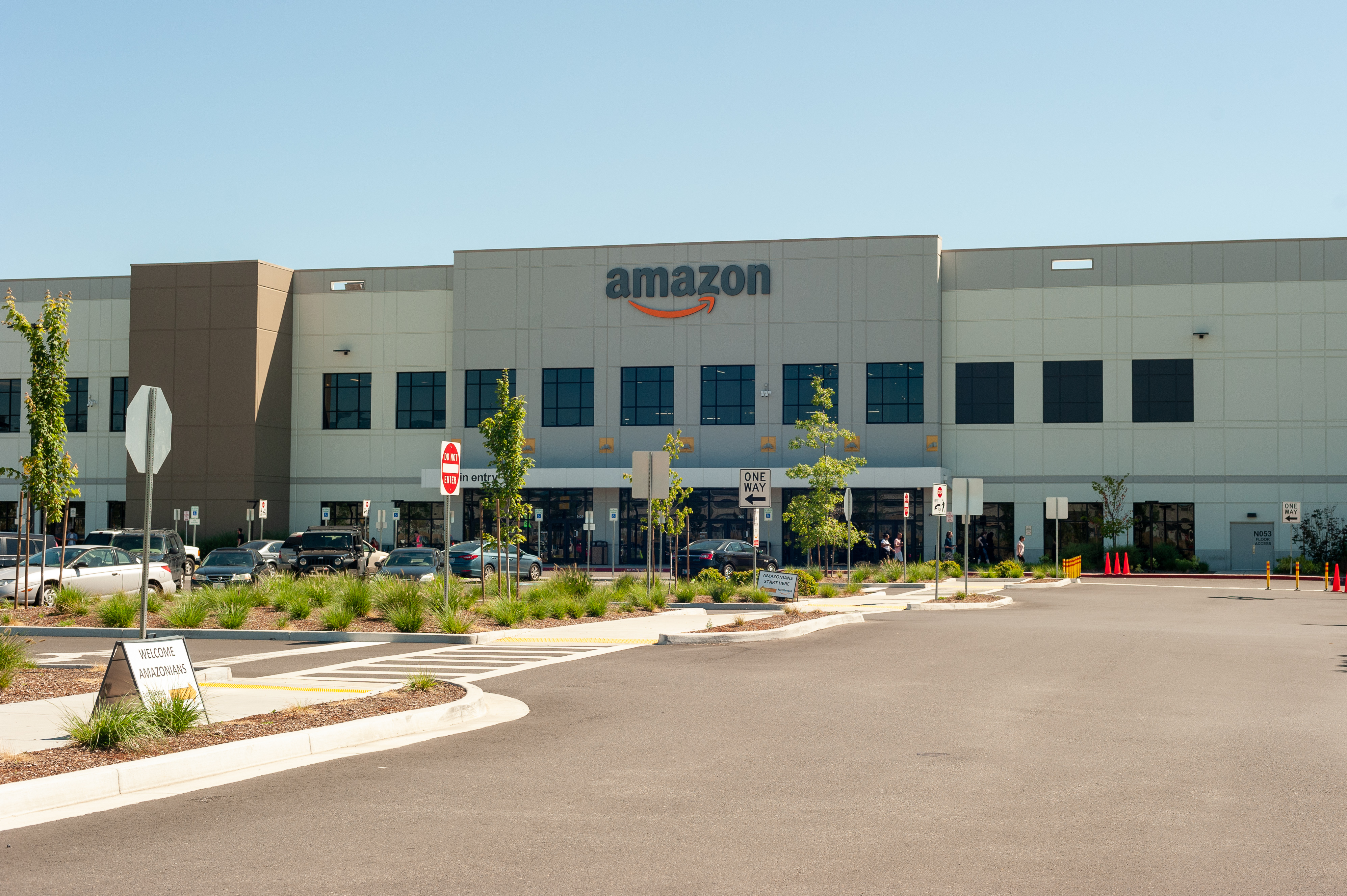 Amazon warehouse in Troutdale: logistical marvels and