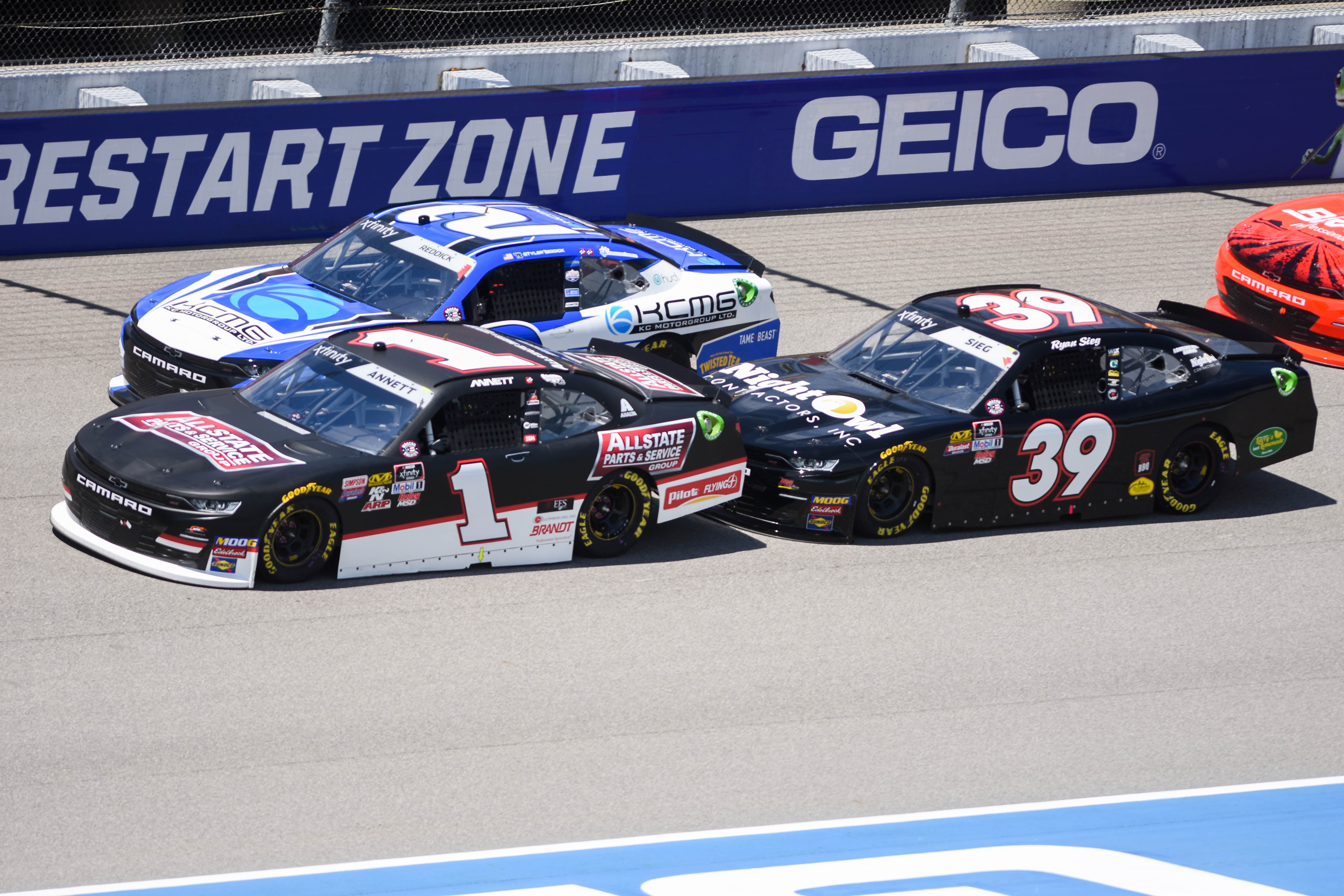Code word mix-up dooms leaders in Saturday NASCAR MIS race