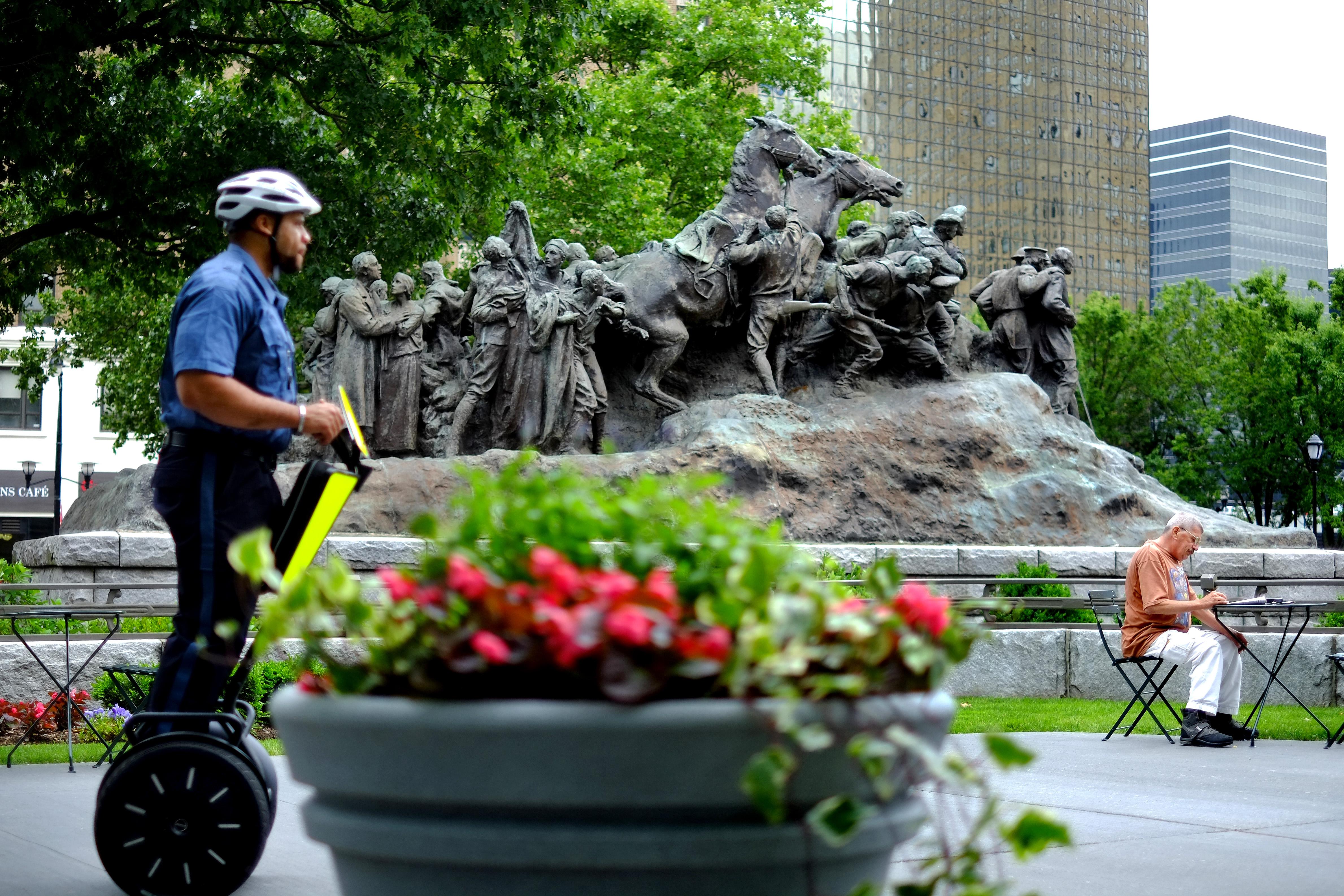 Newark historian: Let sculpture by famous artist, KKK member remain