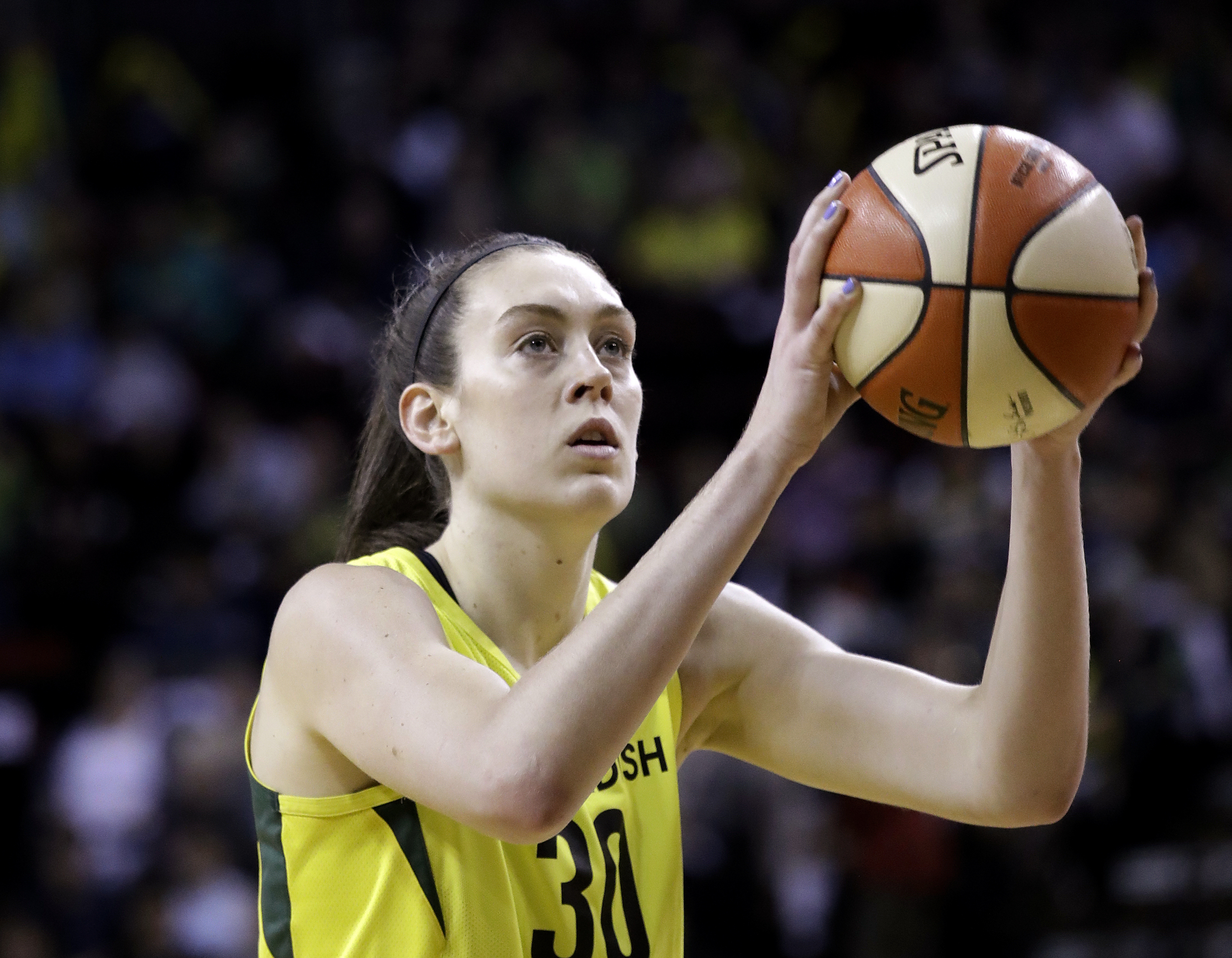 Watch Breanna Stewart hit 3-pointers off one leg, discuss comeback and NBA stars she's talked to