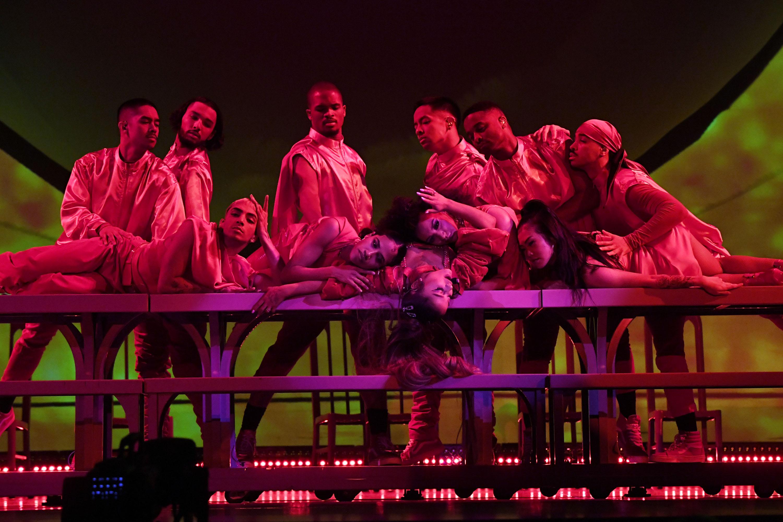Ariana Grande Sweetener Tour Earns Singer Pop Diva Status Cleveland Com