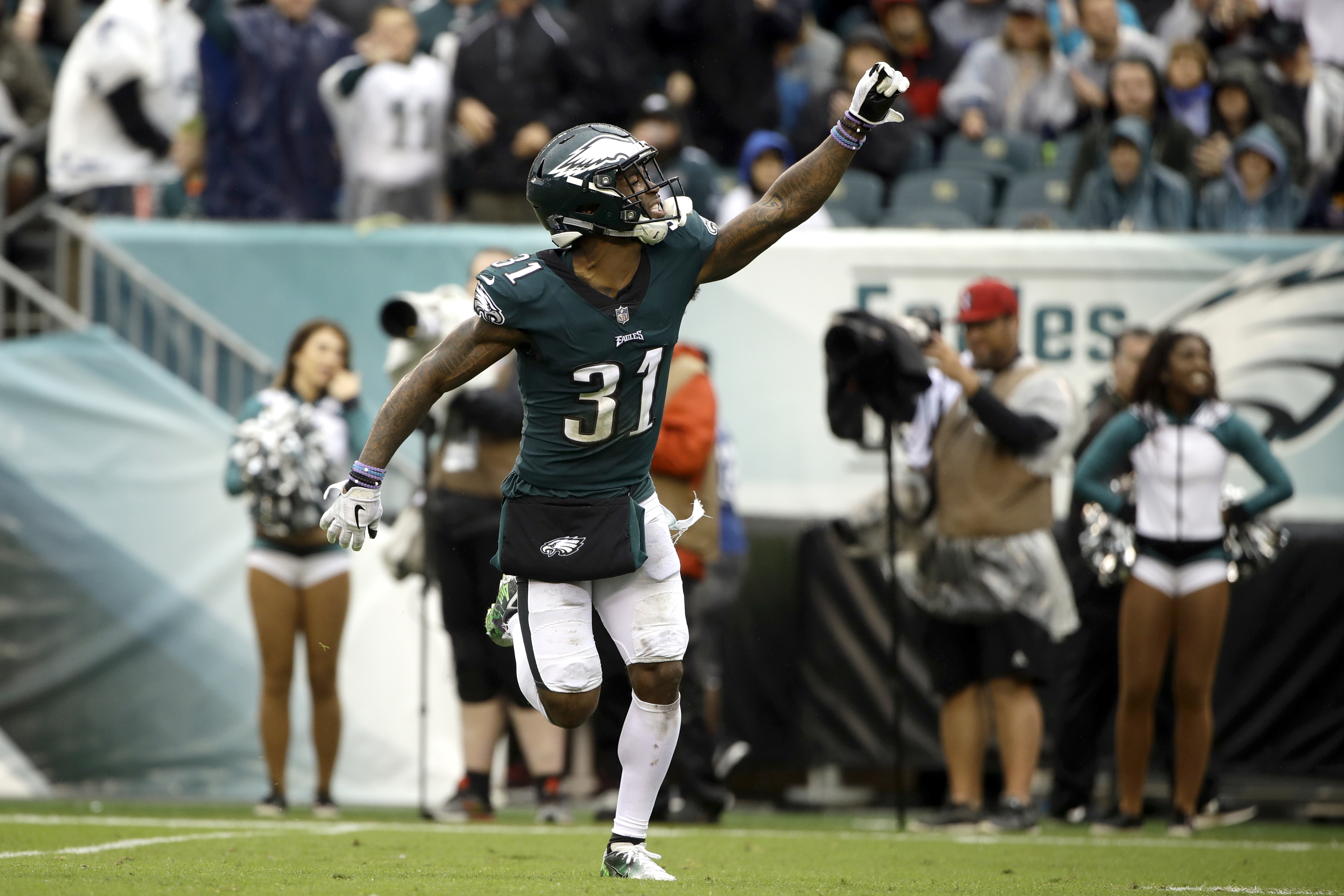 Eagles' Jalen Mills apologizes for fight with NBA player